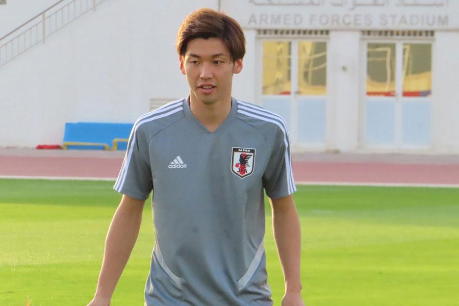 日本代表FW大迫は、負傷していた右でんぶの痛みが再発したようだ【写真:Football ZONE web】