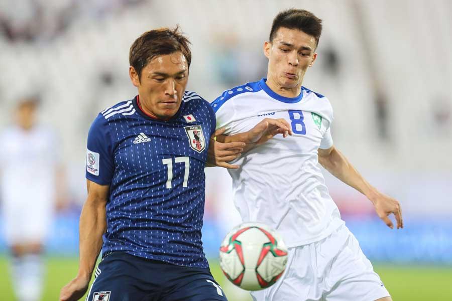 日本代表MF青山(左)【写真:ⒸAFC】