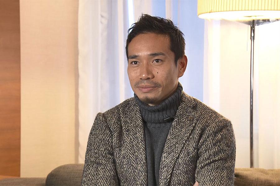 日本代表DF長友佑都が「DAZN」のインタビューに応じた【写真:DAZN】