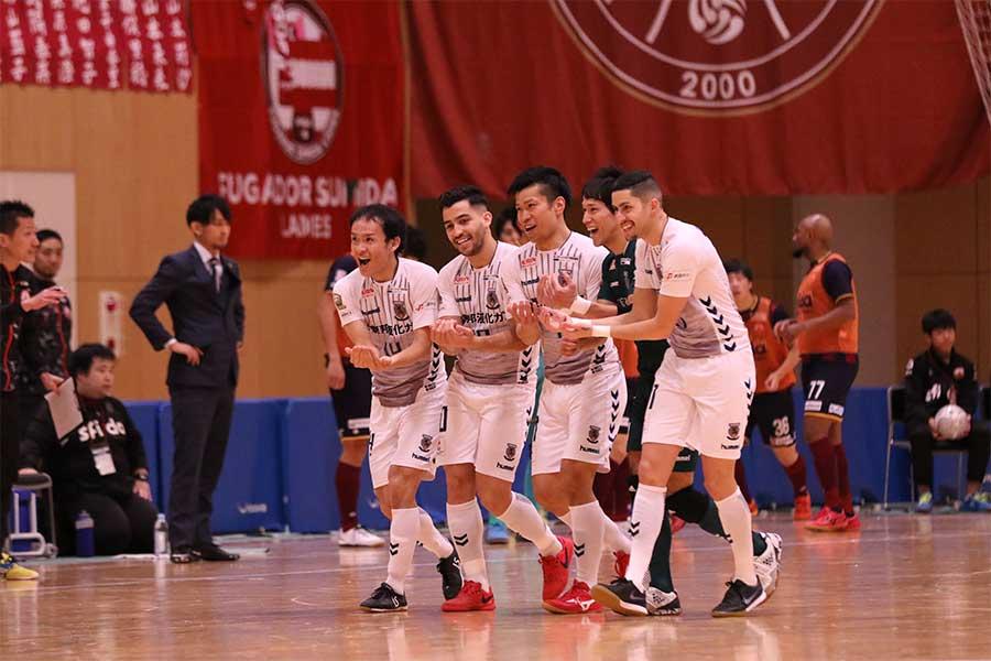 ゴールが決まり、揺りかごダンスを披露した【写真:河合拓/Futsal X】