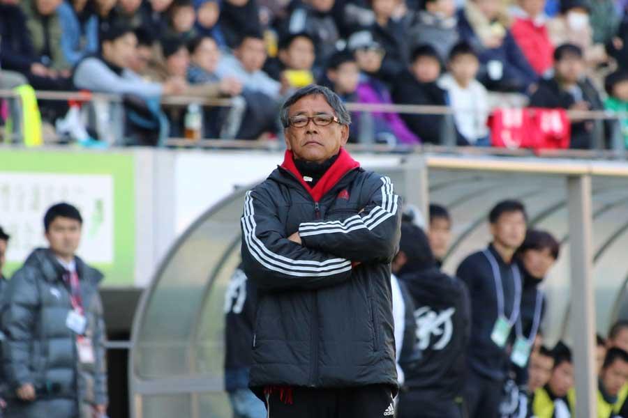 流通経済大柏を率いる本田裕一郎監督【写真:Football ZONE web】
