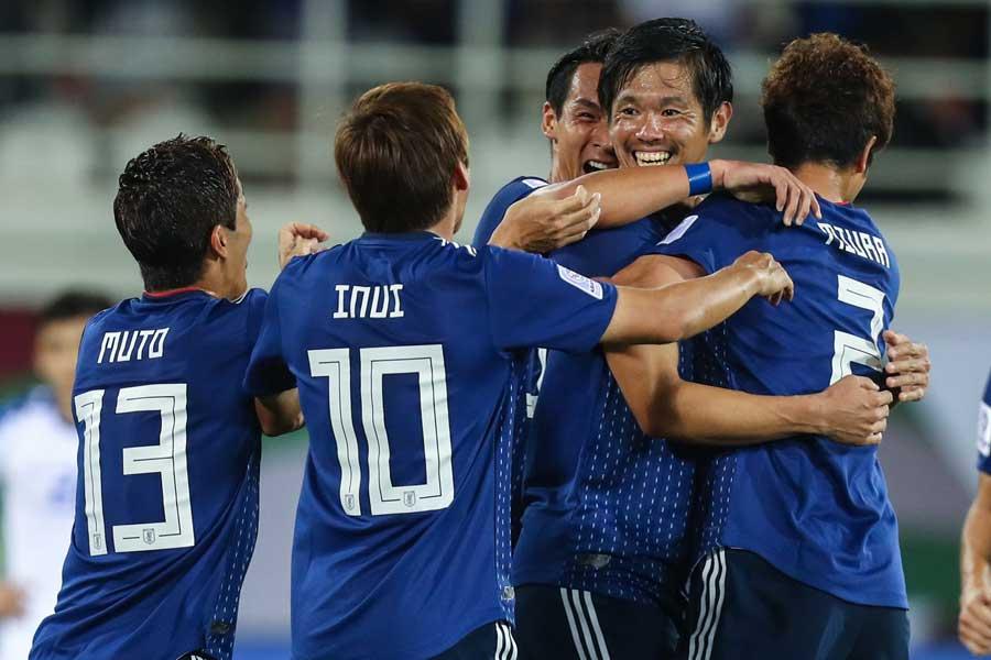 塩谷が左足の強烈なミドルシュートを叩き込んで日本が逆転、2-1で白星を飾った【写真:©AFC】