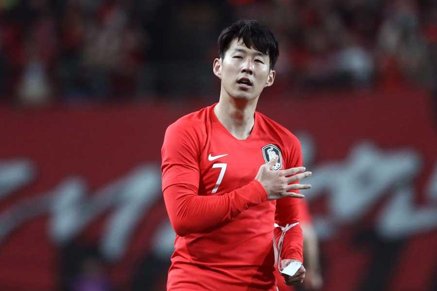 韓国代表FWソン・フンミンの振る舞いが物議を醸している【写真:Getty Images】