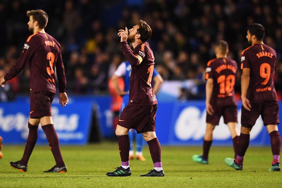 圧巻のハットトリックを挙げたメッシをデポルティボも称賛している【写真:Getty Images】