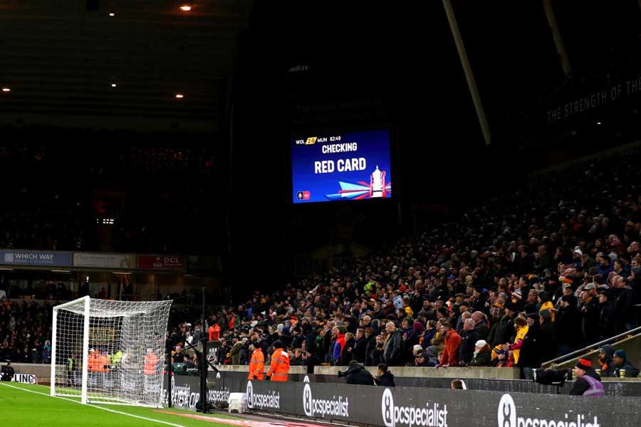 FAカップ準決勝では、VAR検証映像が大型ビジョンにも映し出されることになった【写真:Getty Images】