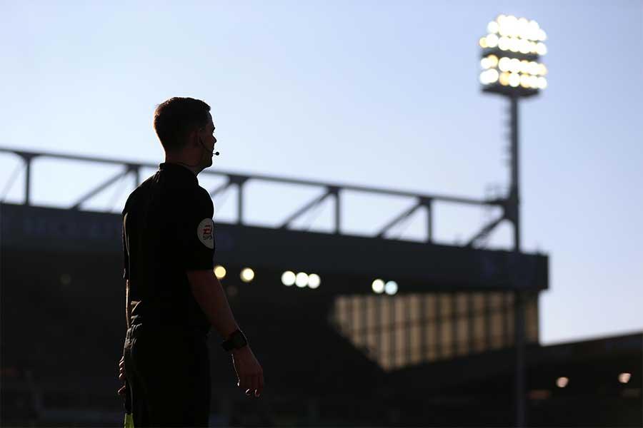 試合直前に男性副審が女性副審にプロポーズを敢行(写真はイメージです)【写真:Getty Images】