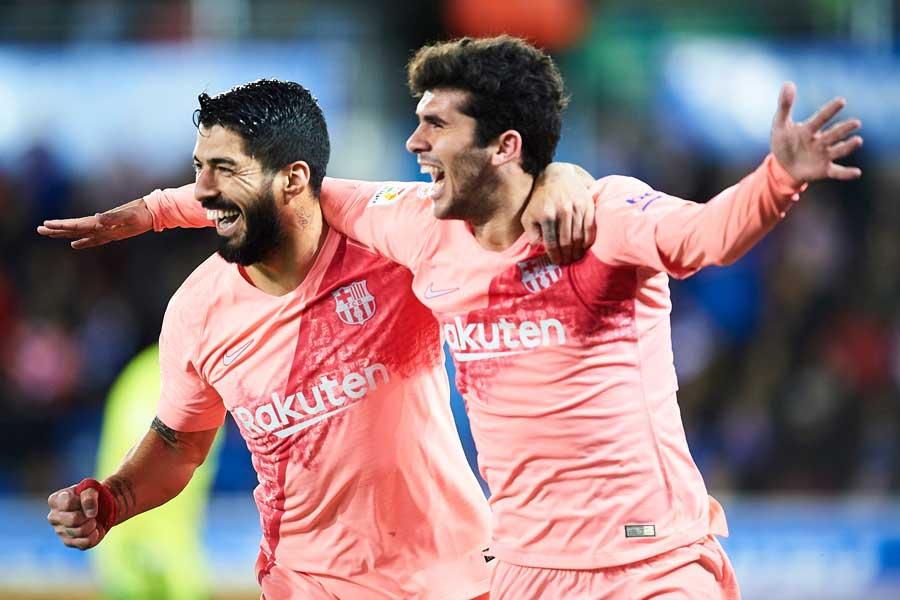 バルセロナがFWスアレス(左)とMFアレニャ(右)のゴールでアラベスに勝利した【写真:Getty Images】