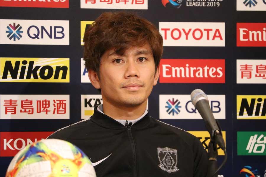 前日記者会見に出席した浦和の主将MF柏木【写真:Football ZONE web】