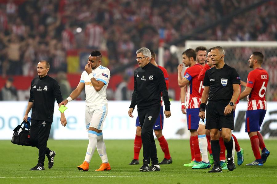 パイェ(左から2番目)はEL決勝のアトレチコ戦で前半31分に負傷退場した【写真:Getty Images】