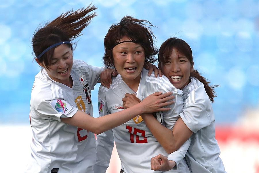 フランス女子ワールドカップのメンバーに選出されたMF阪口(中央)【写真:Getty Images】