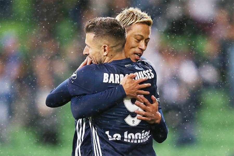 チームメートをはじめ、オーストラリアの若手サッカー選手に向けて本田が熱いメッセージを送った【写真:Getty Images】