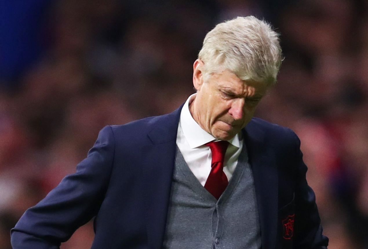 今季限りで退任が決まっているベンゲル監督はラストシーズン無冠で終えることが決まり、無念さに打ちひしがれていた【写真:Getty Images】
