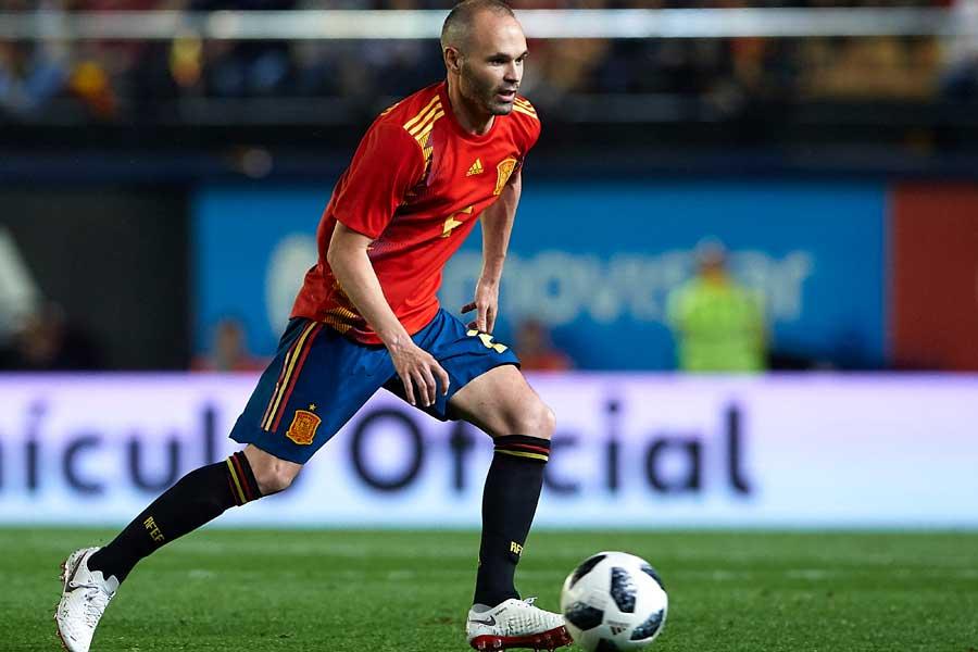 イニエスタはロシアW杯限りでのスペイン代表引退を考えていないようだ【写真:Getty Images】