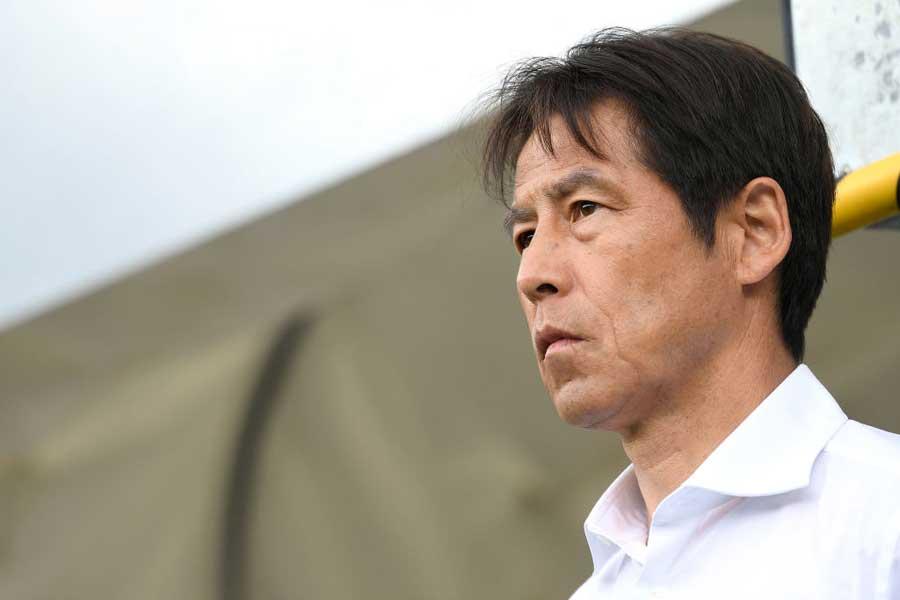 西野監督は、トップ下で先発した香川について守備面も高く評価した【写真:Getty Images】