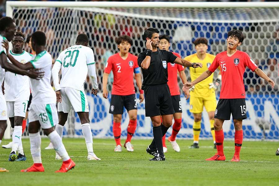韓国vsセネガルの準々決勝で、7回ものVARによる判定が下されたことが反響を呼んでいる【写真:Getty Images】