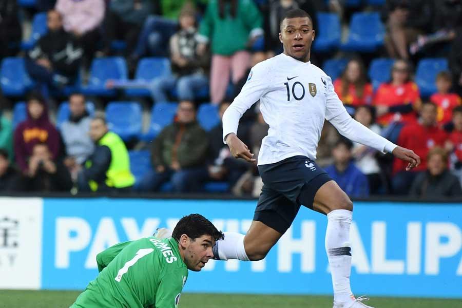 フランス代表FWムバッペがプロ通算100ゴール目を決めた【写真:Getty Images】