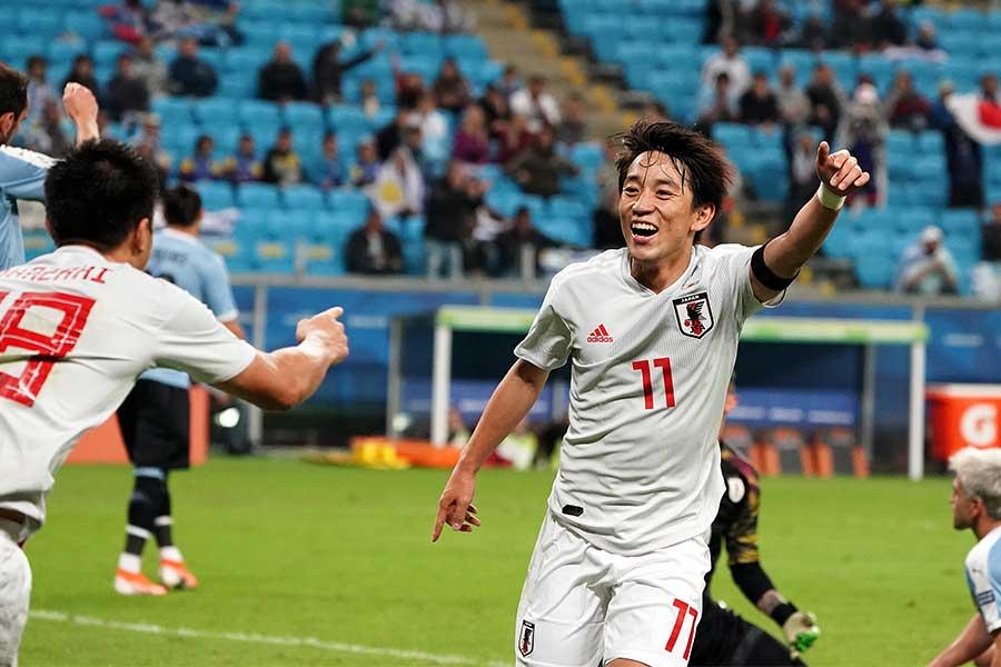 ウルグアイ戦で2ゴールを決めた日本代表MF三好【写真:Getty Images】