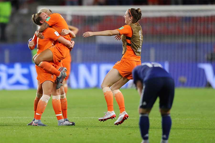 日本はオランダに1-2で敗れ、3大会連続のW杯ベスト8進出を逃した【写真:Getty Images】