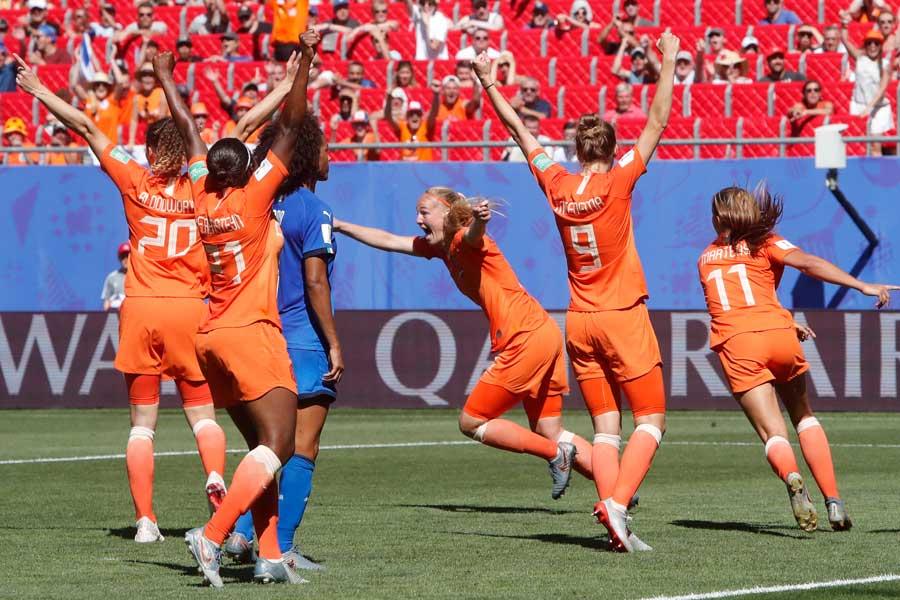 オランダ女子代表が初のオリンピック出場権を獲得した【写真:AP】