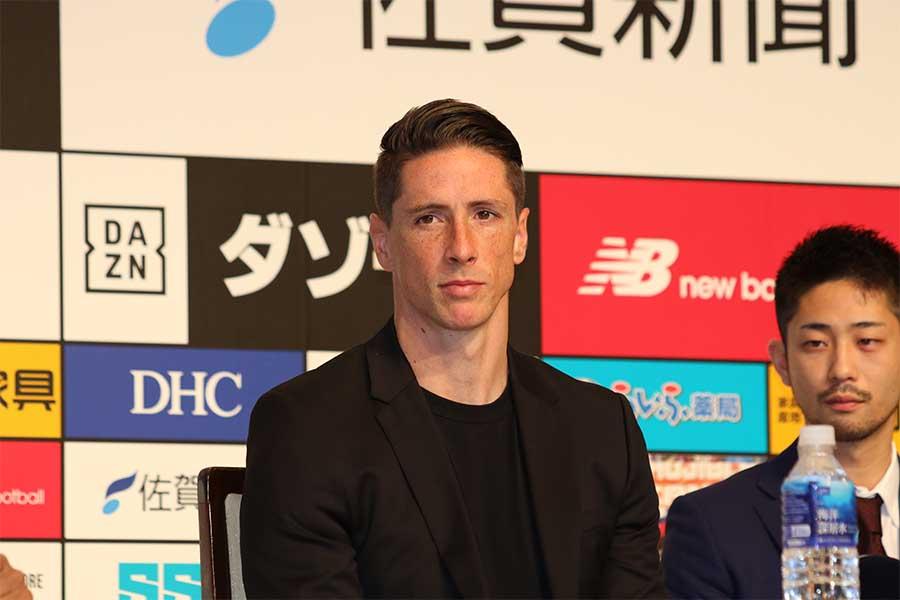 引退記者会見に出席したトーレス【写真:Football ZONE web】