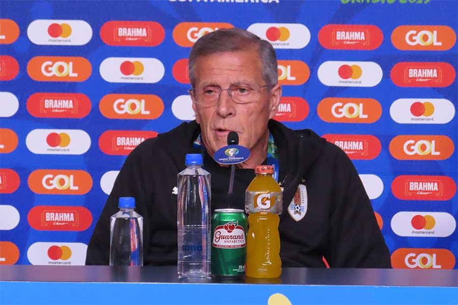 前日会見に出席したウルグアイ代表のタバレス監督【写真:Football ZONE web】