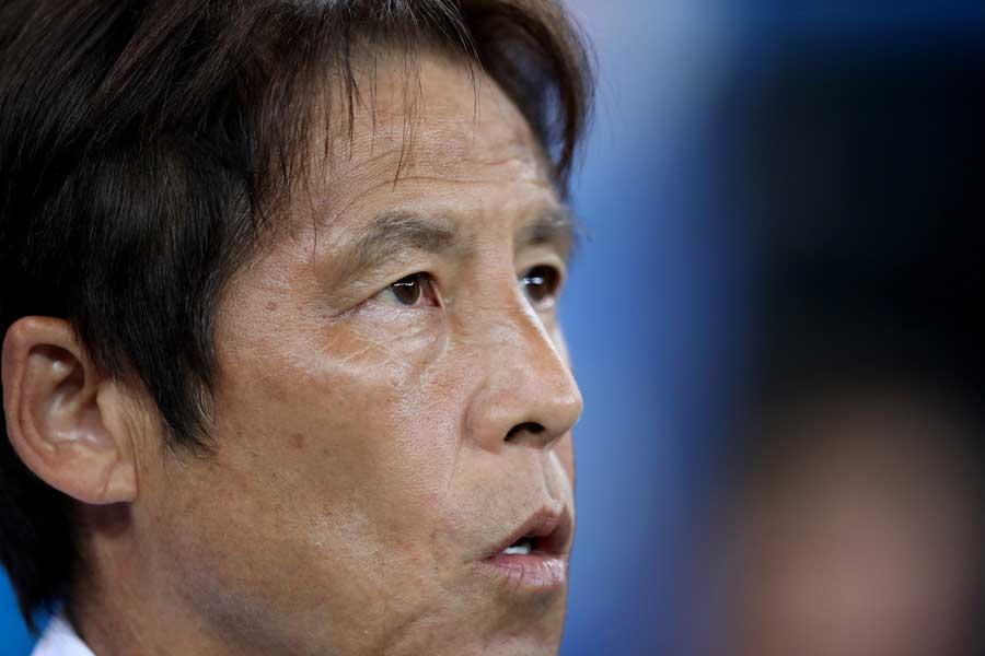 西野監督は歴史的快挙を逃し、悔しさを滲ませた【写真:Getty Images】