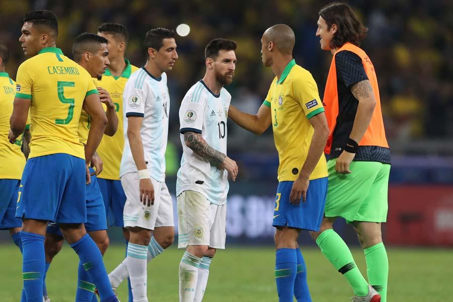 コパ・アメリカ準決勝のスーペルクラシコは、ブラジル代表に軍配が上がった【写真:AP】