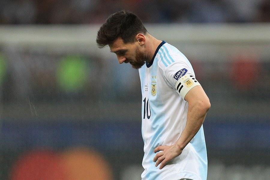 ブラジルに敗戦し、落胆するアルゼンチン代表FWメッシ【写真:Getty Images】