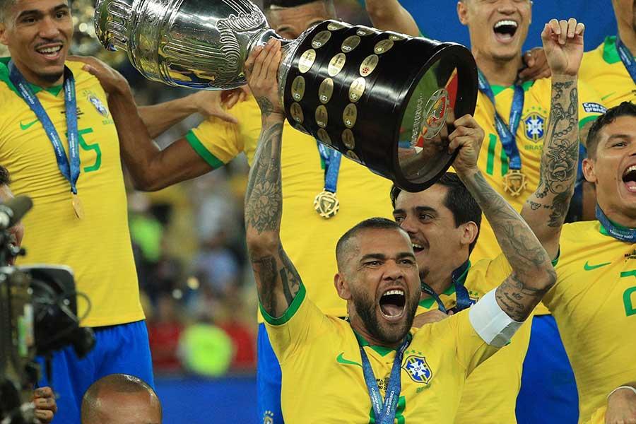 大会を通して、衰え知らずのパフォーマンスをみせたブラジル代表DFアウベス【写真:Getty Images】