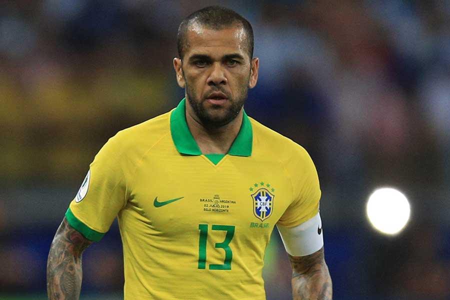 サンパウロで背番号10を背負うことになったブラジル代表DFダニエウ・アウベス【写真:Getty Images】