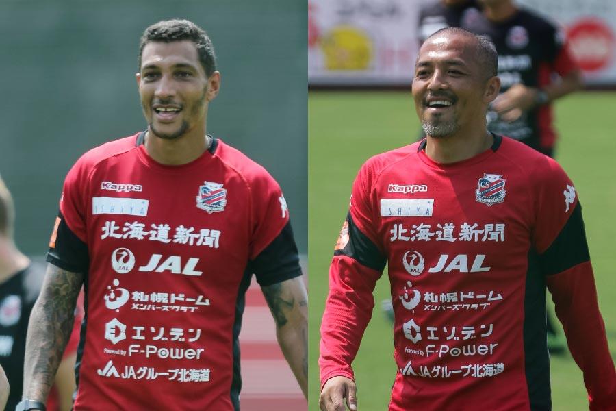 (左から)コンサドーレ札幌FWジェイ、MF小野【写真:グレアトーン】