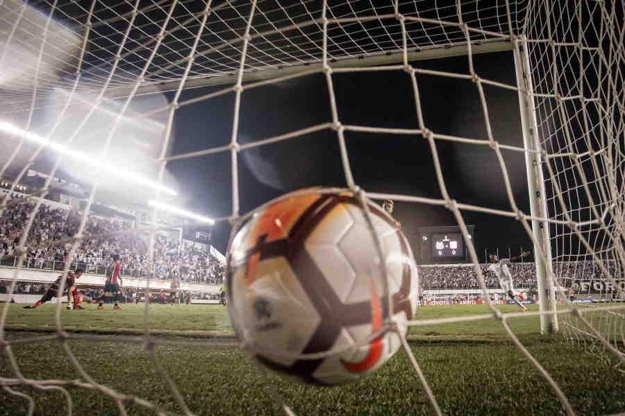 イタリアの8部リーグで衝撃のミスプレー…(写真はイメージです)【写真:Getty Images】
