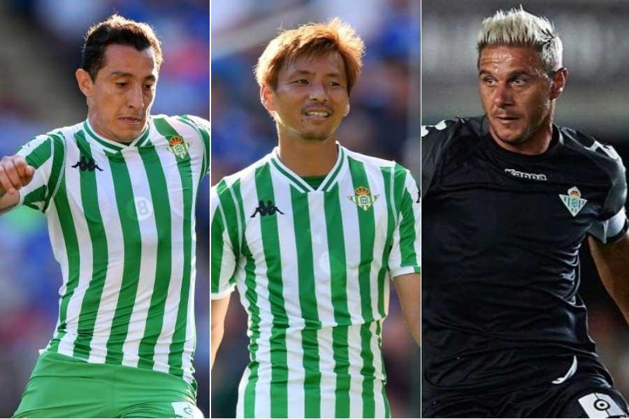 (左から)メキシコ代表MFグアルダード、日本代表MF乾、元スペイン代表MFホアキン【写真:Getty Images】