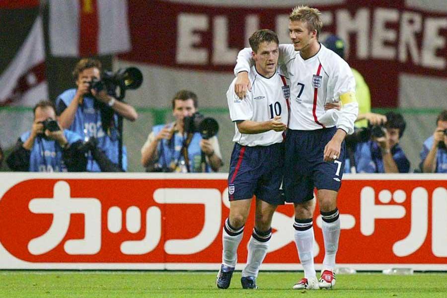 かつてイングランド代表としてともにプレーした(左から)オーウェン氏とベッカム氏【写真:Getty Images】