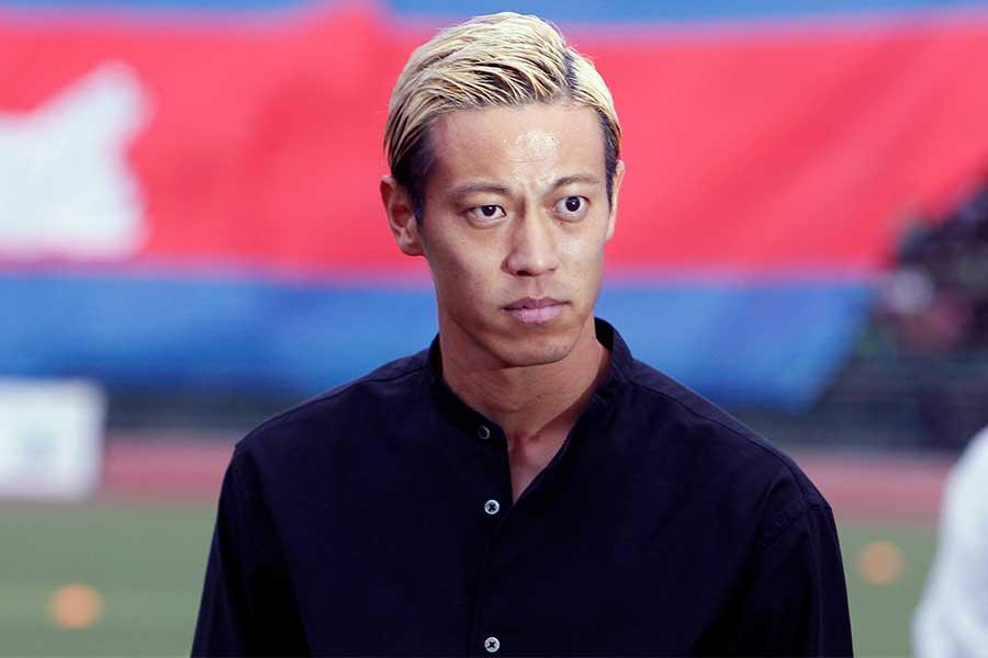 カンボジア代表を実質的に指揮するMF本田圭佑【写真:AP】