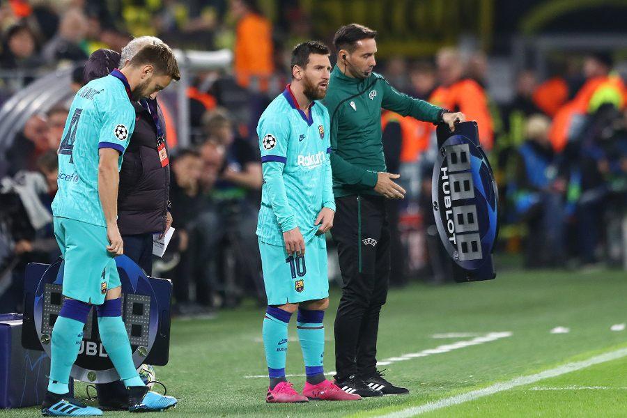 今季初出場の瞬間を待つバルセロナFWメッシ【写真:Getty Images】