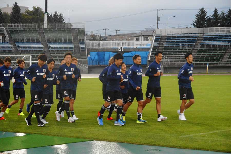 日本代表とチリ代表の無事は確認されたが、電力面や安全面を考慮して中止を決定【写真:Football ZONE web】