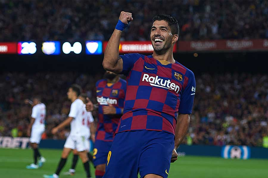 バルセロナFWスアレスが豪快なオーバーヘッドゴールを決めた【写真:Getty Images】