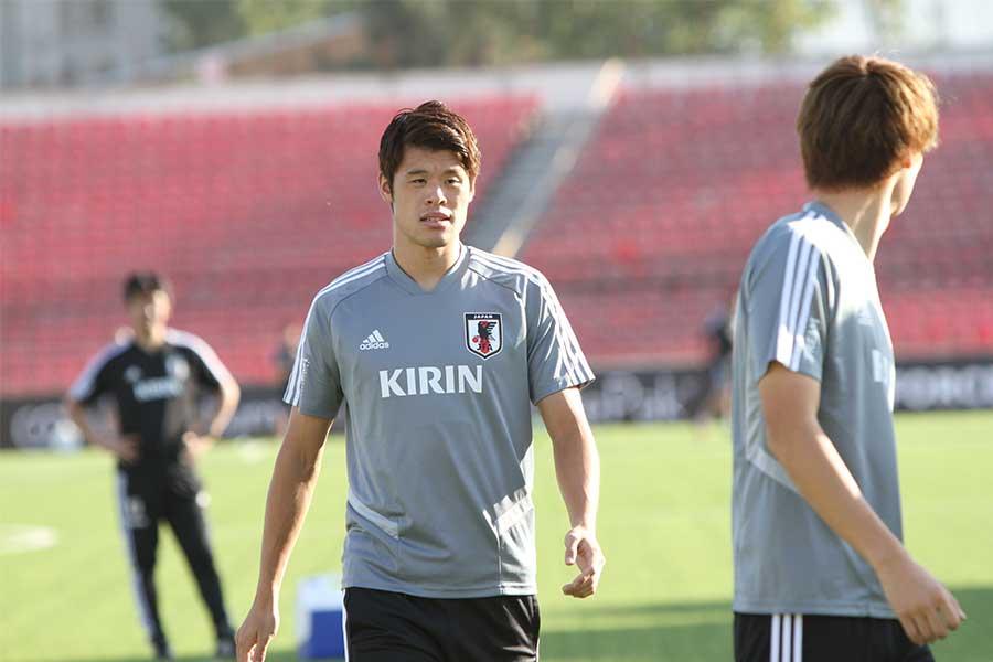 日本代表DF酒井宏樹が人工芝のピッチコンディションについて言及【写真:Football ZONE web】