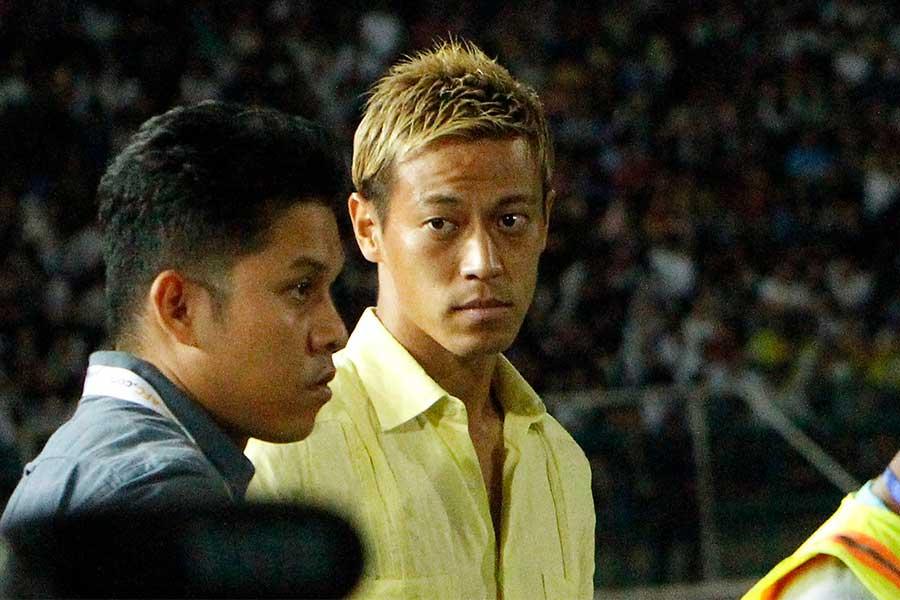 カンボジア代表の実質監督を務める本田圭佑【写真:AP】