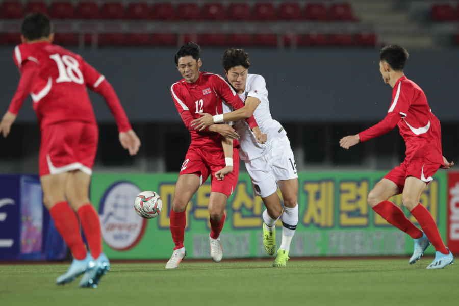 大荒れとなったW杯2次予選、北朝鮮vs韓国【写真:Getty Images】
