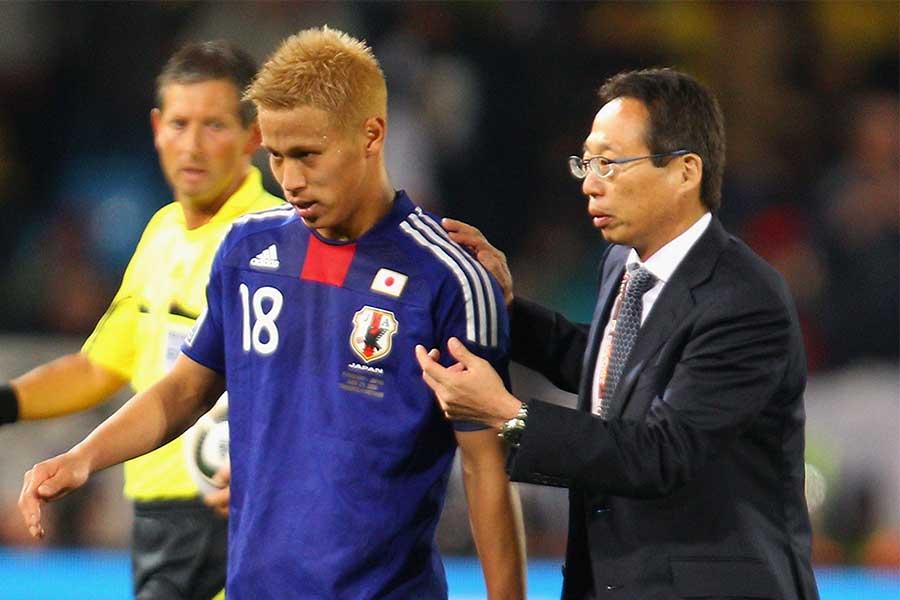 監督として日本サッカーを長年支えてきた【写真:Getty Images】