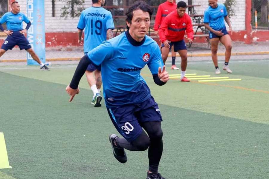 献身的なプレーは今も変わらず、日々の練習にも全力で取り組む【写真提供:ウニオン・ウアラル】