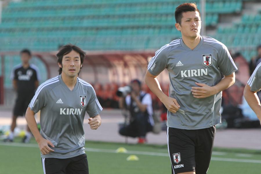 植田(右)が中島の素顔を語った【写真:Football ZONE web】