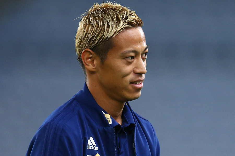 フィテッセの練習参加後、本田がインタビューに答えた【写真:Getty Images】