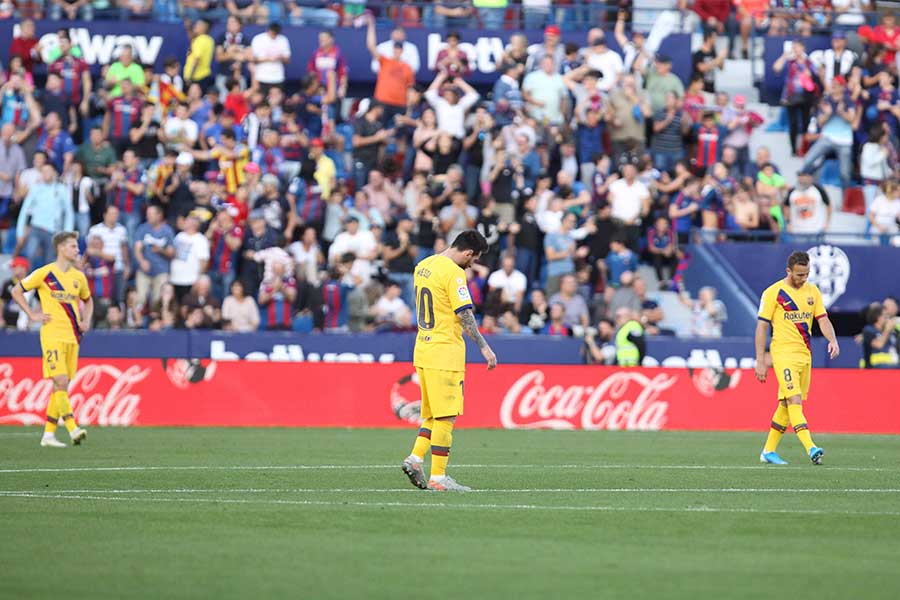 レバンテに逆転負けしたバルセロナの選手たちには厳しい評価が与えられた【写真:AP】