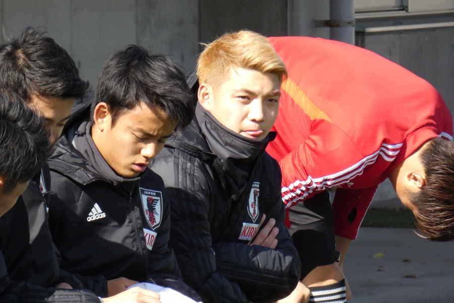 堂安(中央)は出場なしとなった【写真:Football ZONE web】
