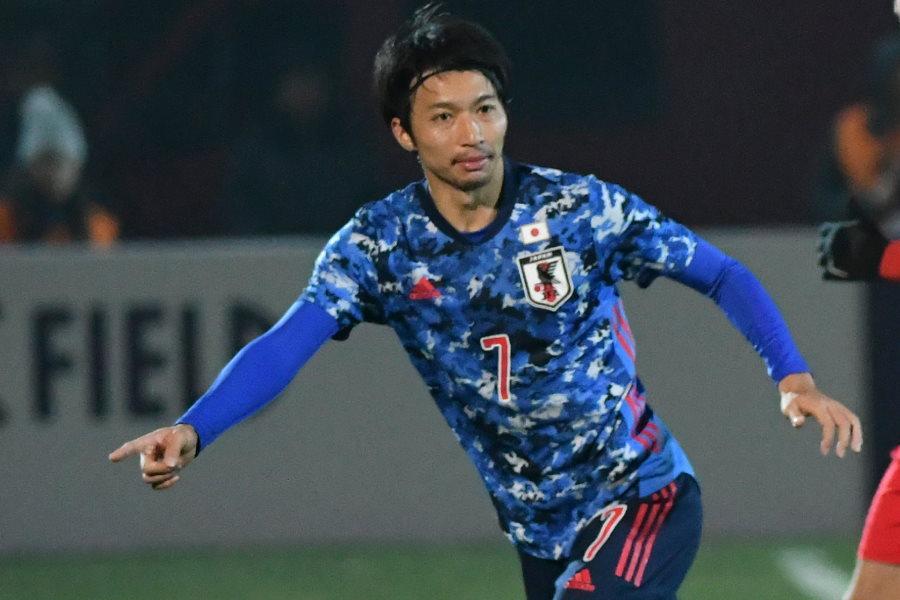 新ユニフォームを着用した日本代表MF柴崎岳【写真:AP】