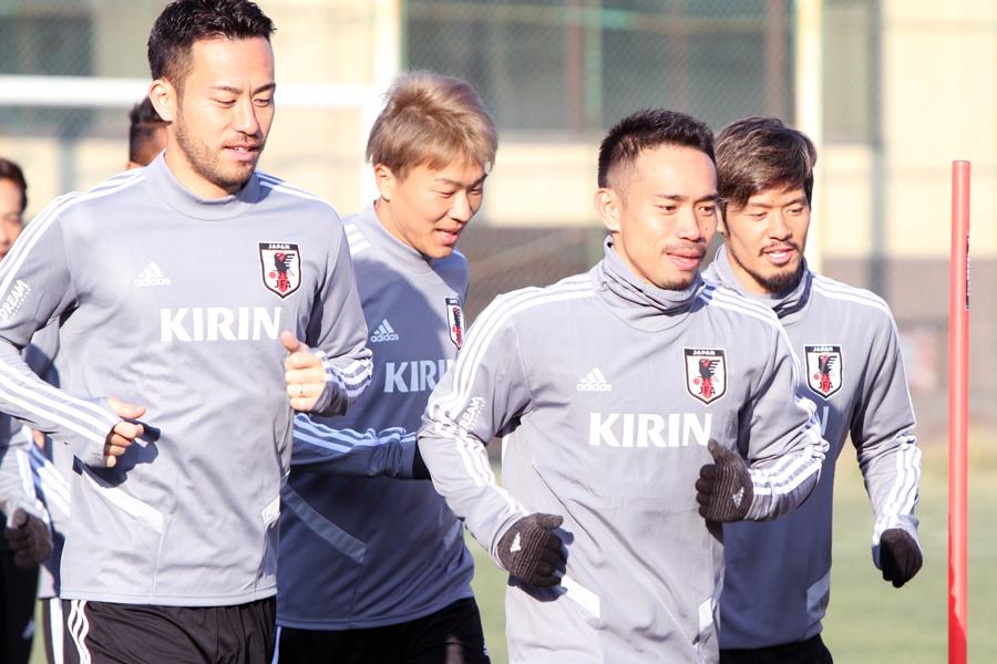 日本代表の吉田(左)と長友【写真:Football ZONE web & Noriko NAGANO】