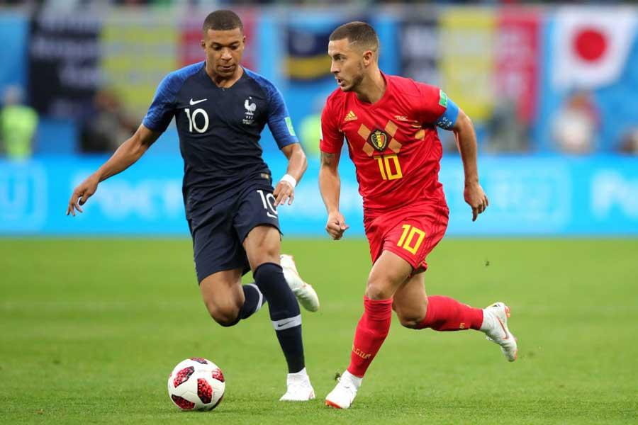 ロシアW杯でもマッチアップしたベルギー代表のアザール(右)をピックアップ【写真:Getty Images】